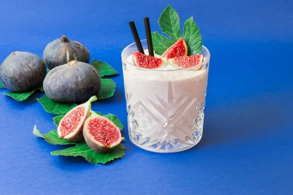 Figs and a glass of fig smoothie.