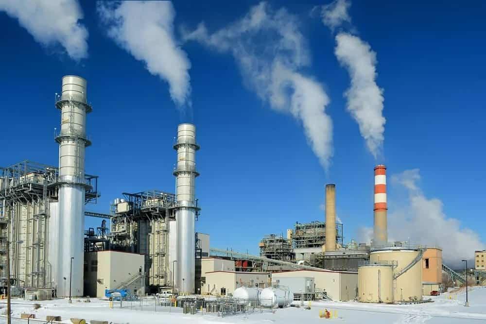 A petroleum factory releasing smoke.