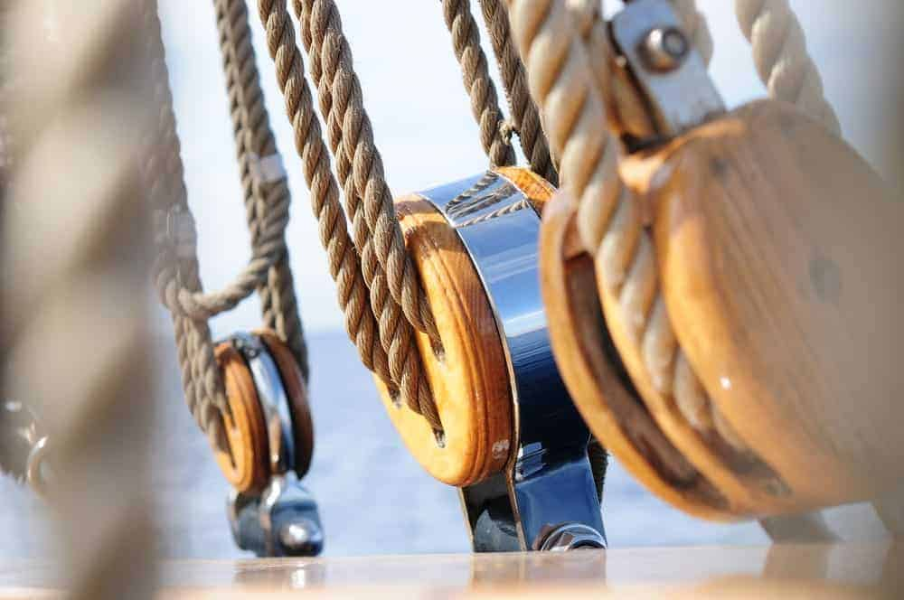 Rope and pulley system