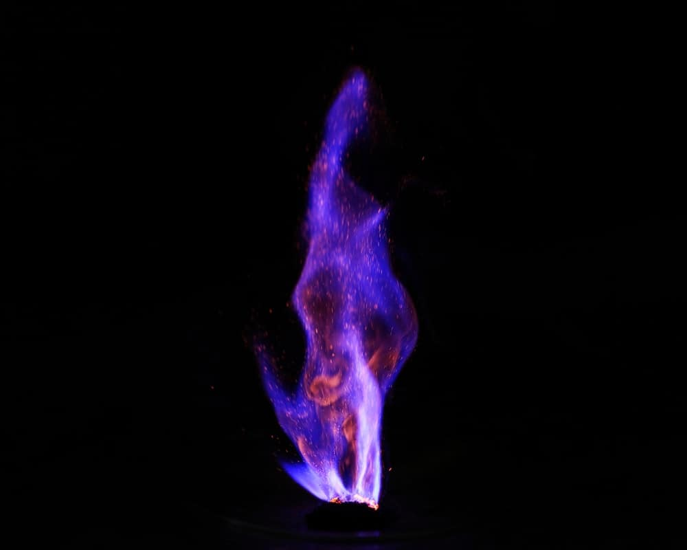 Visual representation of combustion chemical reaction.